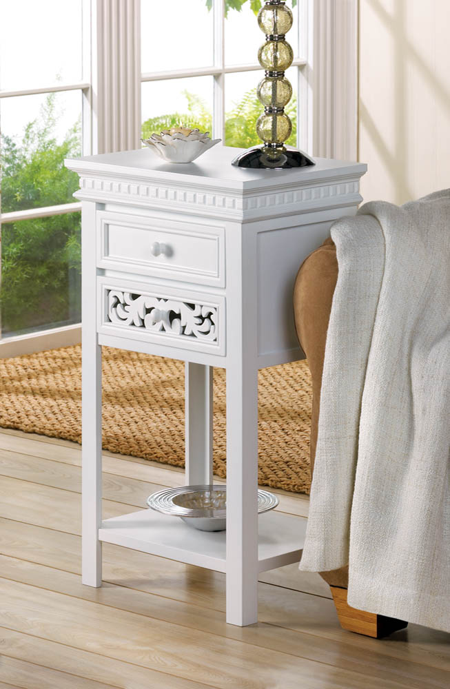 FLEUR-DE-LIS SIDE TABLE 10015524
